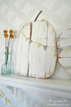 Rustic Pallet Pumpkins...with mini bunting. Learn how to make some fun fall pumpkins from an old pallet.