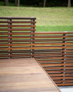 Deck railing isn't simply a security function. It can include a magnificent aesthetic to frame a decked location or deck. These 36 deck railing ideas show you how it's done! Horizontal Deck Railing, Deck Railing Design, Wood Railing, Deck Railings, Fence Design, Railing Ideas, Balcony Railing, Modern Balcony, Modern Deck