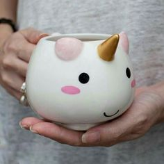 Mug Licorne the cute kawaii way to drink your hot chocolate this winter for wannabe unicorns Real Unicorn, Rainbow Unicorn, Unicorn Gifts, Unicorn Cups, Unicorn Emoji, Baby Unicorn, Magical Unicorn, Mug Original, Unicorns And Mermaids