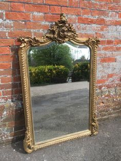 A DELIGHTFUL ANTIQUE 19TH CENTURY FRENCH CARVED WOOD GESSO ORIGINAL SHAPED TOP GILT MIRROR