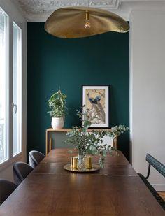 80m2 modernos y acogedores. Y un mueble de baño de lo más original. Green Dining Room, Dining Room Walls, Dining Room Design, Interior Design Living Room, Dark Green Living Room, Dark Green Walls, Green Interior Design, Green Rooms, Living Room Paint