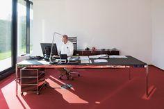 Bureau de direction USM Haller, éléments essentiels de travail, table USM Haller, étagère USM Haller