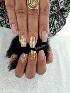 We all want beautiful but trendy nails, right? Here's a look at some beautiful nude nail art. Sexy Nails, Fancy Nails, Gold Nails, Nude Nails, Trendy Nails, Nail Envy, Living At Home, Mani Pedi, Nail Arts