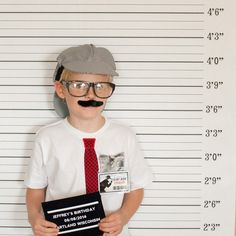 Detective Party Ideas - Cute Photobooth!