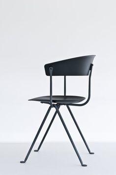 Magis stoel Officina met zwart frame SD2051 door Ronan & Erwan Bouroullec | Designlinq