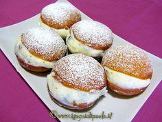 Fra le tante eccellenze siciliane risalta la tradizione pasticciera. Trapani, fra le tante proposte dolciarie, ha la graffa con la ricotta. Una preparazion