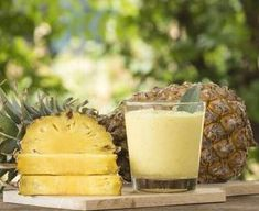 Find healthy superfood protein shake recipes from Combine fruits & vegetables with our Superfood Shake for weight loss smoothies, snacks and more! Advantages Of Pineapple, Benefits Of Eating Pineapple, Pineapple Whip, Mole Removal, Dessert Aux Fruits, Dieta Paleo, Post Workout Food, Superfood, Food And Drink