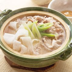 大根まるごと1本使いきり術|だいどこログ[生協パルシステムのレシピサイト] Hot Pot, Japanese Food, Soup, Cooking Recipes, Meals, Dishes, Ethnic Recipes, Foods, Photography