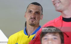 ニュース写真 : Zlatan Ibrahimovic of Sweden reacts in the...