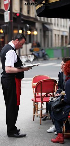 Specific waiter in PARIS