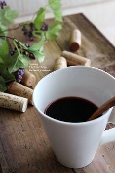 1人分をちょっと飲みたい時にすぐ作れる、レンジ使用のホットワインです。スパイスパウダーでお手軽に。身体が温まります。