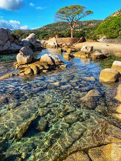 La plage de Tamaricciu, Palombaggia à Porto-VecchioSituation et photos sur le blog. Ocean Photography, Landscape Photography, Portrait Photography, Vacation Places, Places To Travel, Porto Vecchio, Wild Waters, Photos Voyages, Worldwide Travel