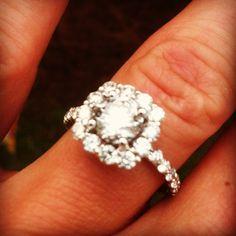 My beautiful engagement ring!!!!!