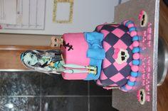 Monster High Cake for frankie stein!