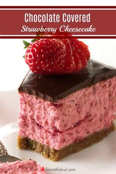 This is the perfect no-bake recipe that delivers decadent flavors in every bite without the hassle and time of a traditional cheesecake. With a buttery, graham cracker crust, a delicious strawberry puree, and a rich chocolate ganache. Strawberry Puree, Strawberry Cheesecake, Strawberry Recipes, Strawberry Pretzel, Baked Strawberries, Chocolate Covered Strawberries, Strawberries Garden, Baked Cheesecake Recipe, Instapot Cheesecake
