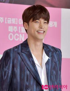 Asian Actors, Korean Actors, Sung Hoon My Secret Romance, Korean Drama Stars, Korean Tv Series, Choi Jin Hyuk, Unsung Hero, Korean Celebrities, Lee Min Ho