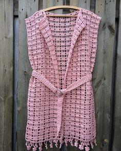 Beach Outlet - Her Crochet - Diy Crafts - maallure Cardigan Au Crochet, Gilet Crochet, Crochet Vest Pattern, Crochet Jacket, Crochet Cardigan, Crochet Shawl, Knitting Patterns, Crochet Patterns, Tunic Pattern