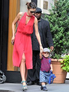 @MirandaKerr Supermodel  Mum all in one. The dress, shoes and babe. Perfection.