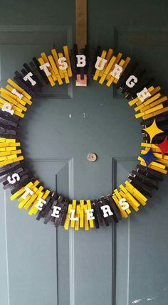 Going to have to make a new england patriots wreath Wreath Crafts, Diy Wreath, Door Wreaths, Clothespin Crafts, Wreath Making, Wreath Ideas, Steelers Football, Pittsburgh Steelers, Steelers Gear