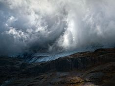 Picture of Monte Perdido covered in clouds