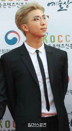 181024 BTS at 2018 Korean Popular Culture & Arts Awards- Red Carpet Kim Namjoon, Kim Taehyung, Seokjin, Hoseok, Mixtape, Jimin, K Pop, Jeans Y Converse, Rapper