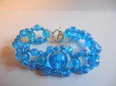 Bracelet élastique en perles bleues variées