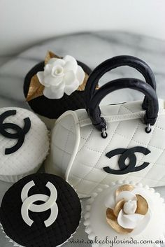 Chanel cupcakes & purse cake.  <3