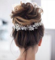 Ślubny stroik we włosy - kok