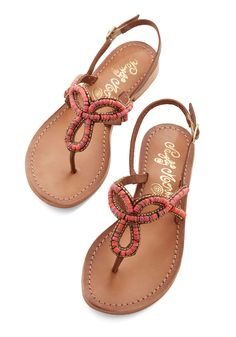 Colors of the Water Sandal in Reef. Your style reflects the ravishing hues of nature when you wear these slingback sandals. Cute Sandals, Cute Shoes, Flip Flop Sandals, Me Too Shoes, Shoes Sandals, Flip Flops, Beaded Sandals, Embellished Sandals, Summer Shoes