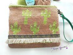Nuevo Clutch de Cactus Blog donde encontrarás ganchillo, patrones de amigurumis, tutoriales sobre manualidades y otras cosas que voy aprendiendo. Purse Patterns Free, Bag Pattern Free, Crochet Patterns, Crochet Cactus, Love Crochet, Knit Crochet, Crochet Pouch, Crochet Purses, Crochet Bags