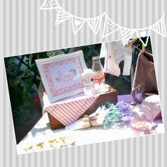 Un rincón especial, una mesa decorada,un detalle personalizado.Estos marcos hechos con tela y acuarelas dan un toque único a cualquier celebración.