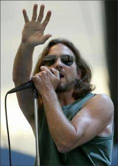 Eddie Vedder - those glasses.....