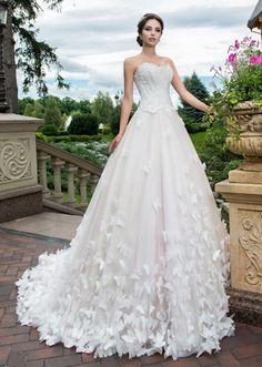 f12e48c041f958b Свадебные платья с цветами, розами, лепестками и бабочками: лучшие ...