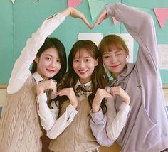 Korean Art, Korean Drama, Teen Web, Teen Images, Korean Fashion Summer Casual, K Drama, Korean Best Friends, Friend Poses, Cute Japanese Girl
