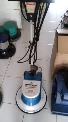 Jual mesin polisher lantai second/floor polisher Fiorentini SL 430 spesifikasi : Model : SL 430 Power : 1200 Watt Diameter : 17 Inch Speed : 175 Rpm Weight : 50 Kg Cable : 11 M Including : Main body,pad holder,water tank Country : Italy for India Condition : 90 % Garansi 1 tahun
