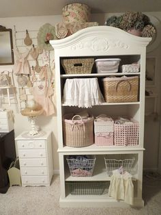 It may sound odd but shabby chic furniture is highly in demand these days. You must be thinking that how can something chic and elegant be shabby. However, that seems to be the current trend and most people are opting to go for furniture of that kind. Shabby Chic Mode, Shabby Chic Interiors, Shabby Chic Bedrooms, Shabby Chic Cottage, Vintage Shabby Chic, Shabby Chic Style, Shabby Chic Furniture, Shabby Chic Decor, Rustic Furniture