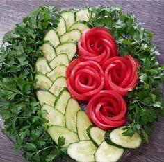 Best 12 La formalización de los cortes a la mesa de Año Nuevo. Fruit Salad Decoration, Vegetable Decoration, Food Decoration, Veggie Platters, Party Food Platters, Veggie Tray, Food Crafts, Diy Food, Food Art For Kids