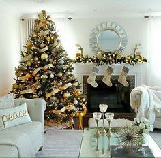 Best Christmas Trees We've Seen Cool Christmas Trees, Gold Christmas, Christmas Ideas, Merry Christmas, Thanksgiving Decorations, Christmas Tree Decorations, Days Till Christmas, Japanese Home Decor, Christmas Living Rooms