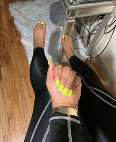 Semi-permanent varnish, false nails, patches: which manicure to choose? - My Nails Short Square Acrylic Nails, Best Acrylic Nails, Summer Acrylic Nails, Acrylic Nail Designs, Acrylic Toes, Short Square Nails, Clear Acrylic, Nail Art Designs, Aycrlic Nails