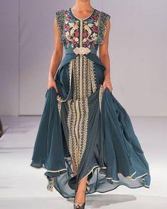Caftan or takchita are gorgeous clothing compliments of Muslim women wardrobe. Abaya Fashion, Boho Fashion, Fashion Dresses, Beautiful Gowns, Beautiful Outfits, Oriental Dress, Moroccan Caftan, Caftan Dress, Pretty Dresses