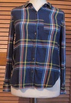 Old Navy Classic size Medium Navy Plaid Shirt Women's Long Sleeve Button Front #OldNavy #ButtonDownShirt #Casual