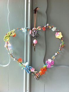 38 sweetest valentine wreaths ideas for your front door Wire Crafts, Diy And Crafts, Crafts For Kids, Arts And Crafts, My Funny Valentine, Valentines, I Love Heart, Heart Crafts, Beads And Wire