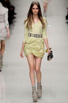 Burberry Spring 2010 Ready-to-Wear Fashion Show - Madisyn Ritland