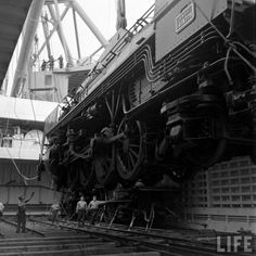 Locomotive unloaded from a ship - Cherbourg - 1947