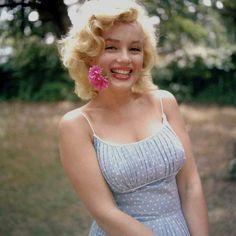Marilyn Monroe by Sam Shaw-Roxbury 1957