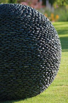 Garden sculpture. Pretty sure I can diy something similar using a beach ball and some PL premium