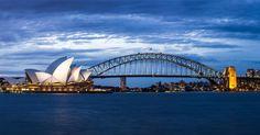 Sydney Harbour Bridge og operahuset i tusmørke en fredag aften.  #Sydney #SydneyHarbourBridge #Twilligt #SydneyOperaHouse #Panorama #VSCO #DetSkalJoFotograferesNårNuViErHer #dpfotodk by dennispedersendk http://ift.tt/1NRMbNv