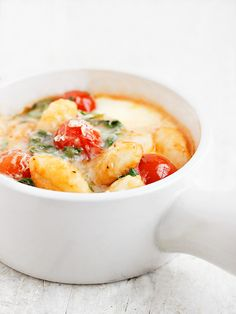Baked Gnocchi with Arugula, Cherry Tomatoes and Bocconcini - a perfect weeknight dinner! | Seasons and Suppers