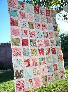 Cubrecama en patchwork con la técnica de rag quilt, o quilt deshilado