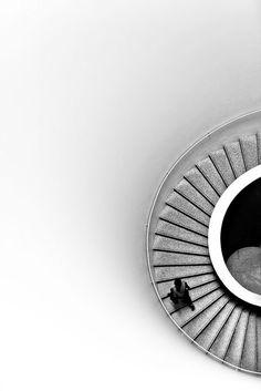 Photographie N&B, escalier, architecture, demi cercle.